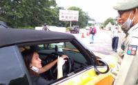 Pakai Mobil Mini Cooper, Ayu Ting Ting Terjaring Razia Ganjil Genap di Bogor