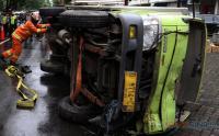 Imbas Truk Terguling, Lalu Lintas Jalan IR Soekarno Surabaya Macet