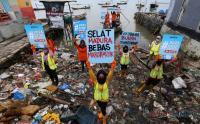 Aktivis Lingkungan Aksi Peduli Laut Selat Madura dari Mikroplastik
