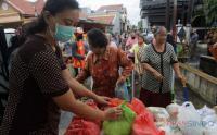 Paket Sembako untuk Warga Terdampak Pandemi Covid-19 di Jumat Berkah