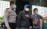 Pakai Topi Biru, Gubernur Sulsel Nurdin Abdullah Tiba di KPK