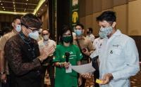 Sandiaga Uno Tinjau Pelaksanaan Vaksinasi Pertama untuk Pelaku Parekraf