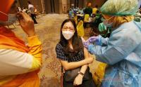 Giliran Karyawan Pusat Perbelanjaan Disuntik Vaksin Covid-19