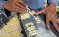 Setahun Pandemi Covid, Begini Nasib Jasa Pembuatan Plat Nomor di Semarang
