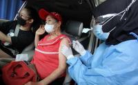 Kemenkes Sediakan Layanan Vaksinasi Drive Thru untuk Lansia