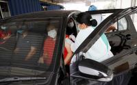 Vaksinasi Drive Thru untuk Lansia di Kemayoran