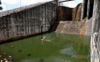 Warga Manfaatkan Situ Gintung untuk Mencari Ikan