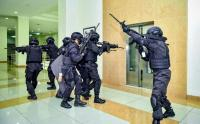 Pasukan Brigif Raider 13 Galuh Kostrad Bebaskan Tawanan di Kantor Bupati Tasikmalaya
