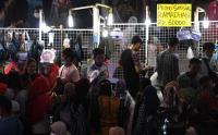 Belanja untuk Kebutuhan Ramadan, Warga Berjubel di Pasar Tanah Abang