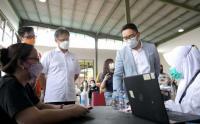 Ridwan Kamil Bersama Menkes Tinjau Vaksinasi Massal