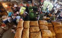 Melihat Aktivitas Pasar Induk Kramat Jati Jelang Ramadan