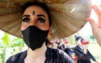 Cantiknya Perempuan Indonesia saat Perhelatan Wastra dan Budaya Sambut Hari Kartini