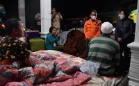 Mensos Risma Tinjau Langsung Lokasi Terdampak Gempa di Lumajang, Jawa Timur