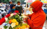 Berkah Penjual Bunga Musiman Jelang Ramadan
