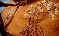 Melihat Pembuatan Batik dengan Pewarna Alami dari Kulit Mangrove