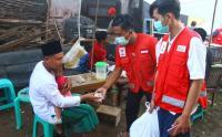 Buka Puasa Hari Pertama Pengungsi Gempa Malang