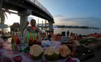 Menikmati Keindahan Alam Sambil Ngabuburit di Tepi Sungai Batanghari