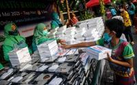 Melihat Pembagian Takjil Gratis di Cempaka Putih yang Menerapkan Protokol Kesehatan Ketat