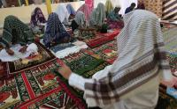 Jamaah Suluk Aceh Barat Berzikir Menutupi Kepalanya