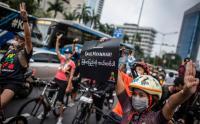 Aksi Gowes Bersama untuk Demokrasi Myanmar di Bundaran HI