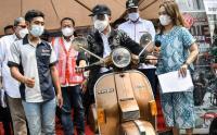 Menhub Budi Karya Sosialisasikan Kendaraan Listrik Ramah Lingkungan di Stasiun Bekasi Timur