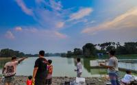Asiknya Ngabuburit di Area Situ Gintung Tangerang Selatan