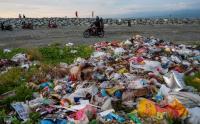 Tumpukan Sampah di Pantai Wisata Talise