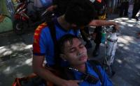 Bertaruh Nyawa, Petugas Damkar Terkapar Usai Selamatkan Korban Kebakaran