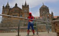 Kasus COVID-19 di India Makin Parah, Spiderman Turun Tangan