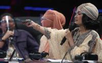 IIS Dahlia Berikan THR ke Guru Honorer, Tangis Pun Pecah