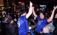 Lolos ke Final, Fans Chelsea Berpesta di Luar Stamford Bridge