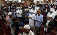 Malam 10 Hari Terakhir Ramadhan, Warga Penuhi Masjid di Banda Aceh