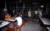Satpol PP Paksa Tutup Kafe di Tegal