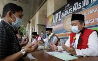 Membayar Zakat Fitrah di Masjid Istiqlal