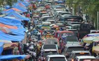 H-5 Lebaran, Warga Membeludak di Pasar Raya Padang
