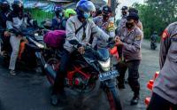 Penyekatan Pemudik Motor di Perbatasan Karawang-Bekasi