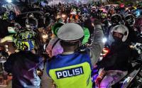 Ribuan Pemudik Jebol Penyekatan di Perbatasan Bekasi-Karawang