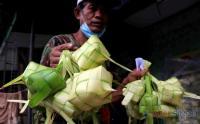 Pedagang Kulit Ketupat Mulai Ramai Jelang Lebaran