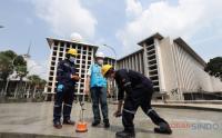 Petugas PLN Cek Kesiapan Pasokan Listrik Masjid Istiqlal Selama Hari Raya Idul Fitri