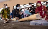 Mensos Risma Lihat Aktivitas Disabilitas di Palembang