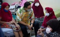 Sambut Lebaran Gubernur Anies Berbincang dengan Penghuni Panti Sosial