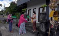 Tradisi Ngejot Jelang Perayaan Idul Fitri di Bali