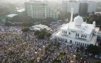 Foto Udara Pelaksanaan Sholat Idul Fitri di Masjid Al Azhar