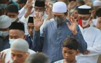 Warga Memadati Sholat idul Fitri di Sepanjang Jalan Raya Sunter