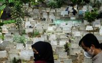 Ziarah Makam di TPU Sirnaraga Terapkan Protokol Kesehatan