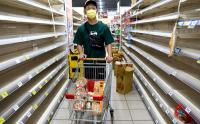 Panik Kasus Covid Meningkat Lagi, Warga Taiwan Borong Makanan Siap Saji di Supermarket