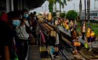 Pemudi Arus Balik Lebaran Mulai Ramai di Stasiun Kiaracondong, Bandung