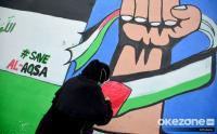 Remaja Masjid di Depok Gambar Mural Dukungan untuk Palestina