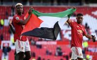Paul Pogba Bentangkan Bendera Palestina di Old Trafford
