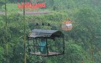 Serunya Naik Gondola dengan Pemandangan Gunung Merapi